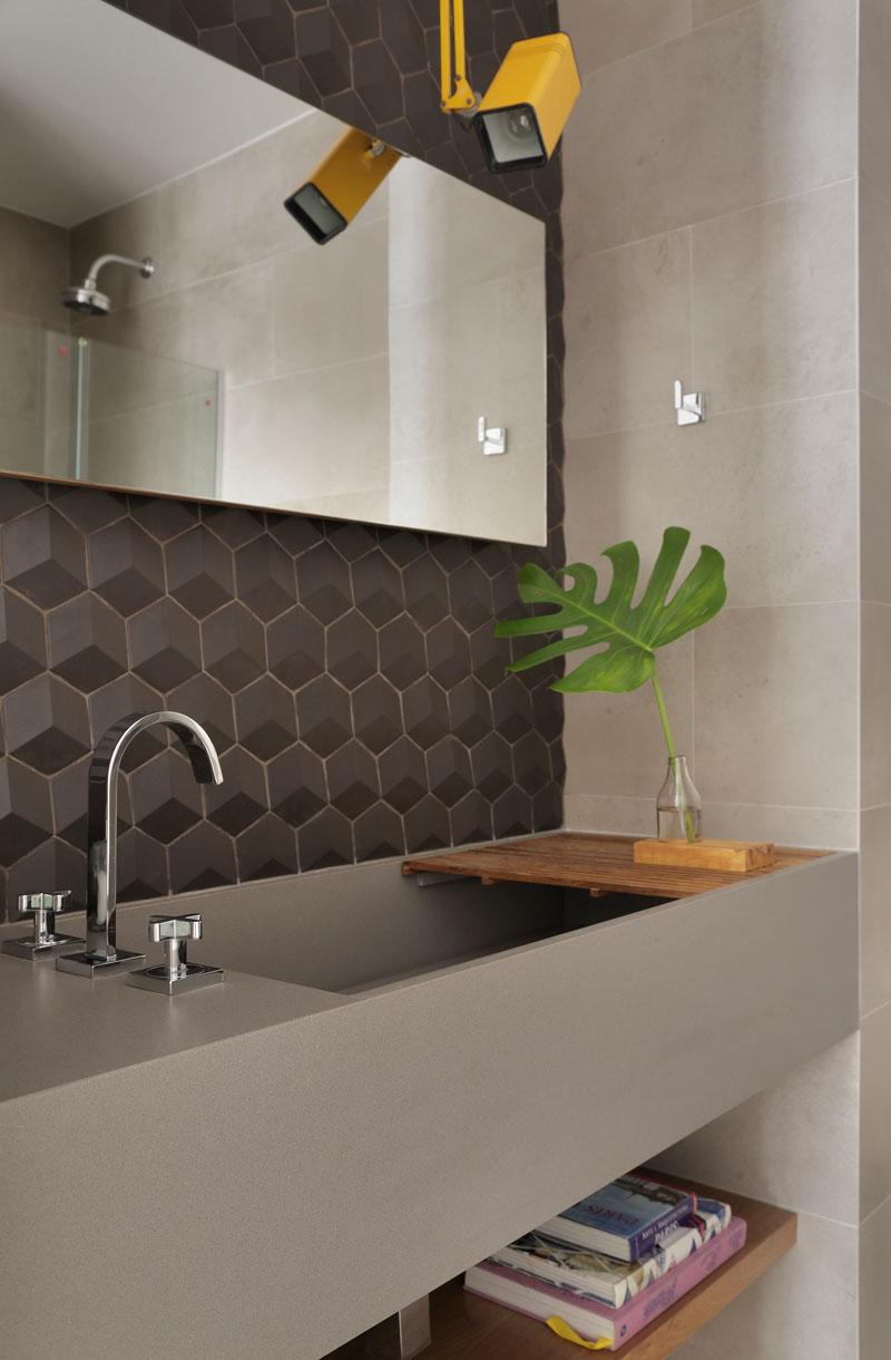 Apartment's Interior Design Featuring Wood Accents 12