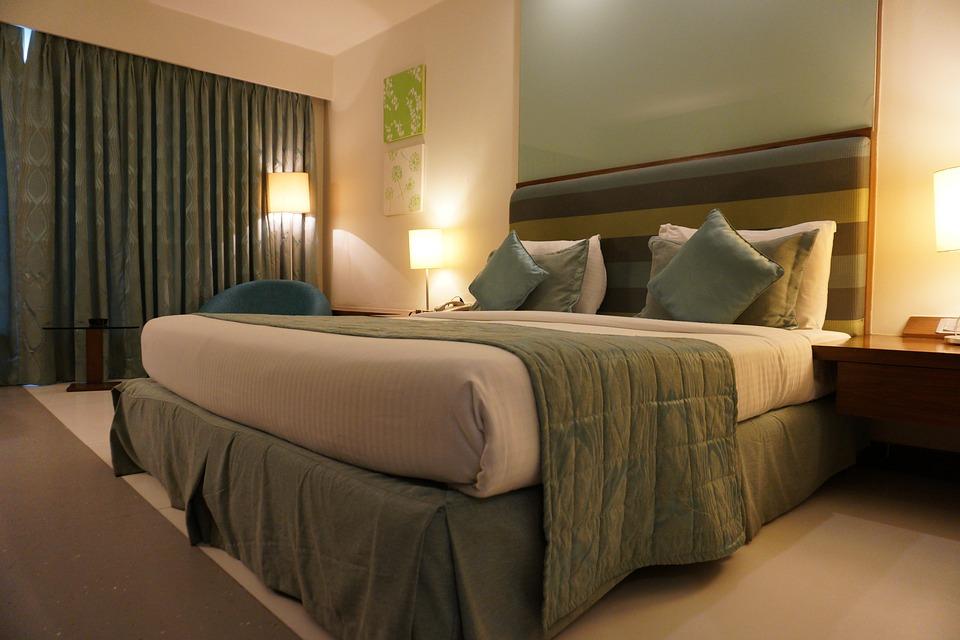 Design Your Romantic Bedroom (10)